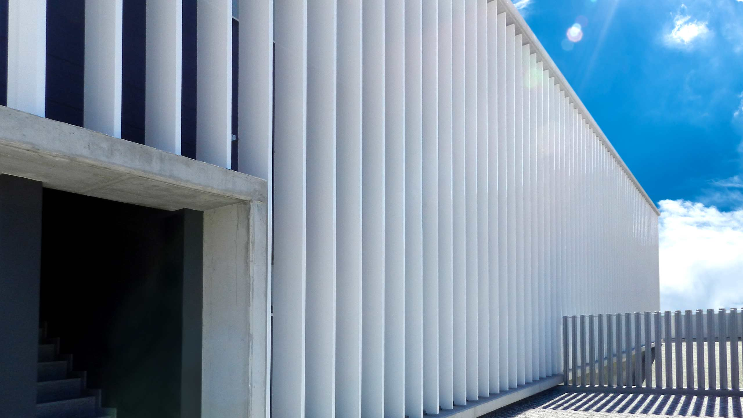 R-400 louvers to protect buildings for medical use