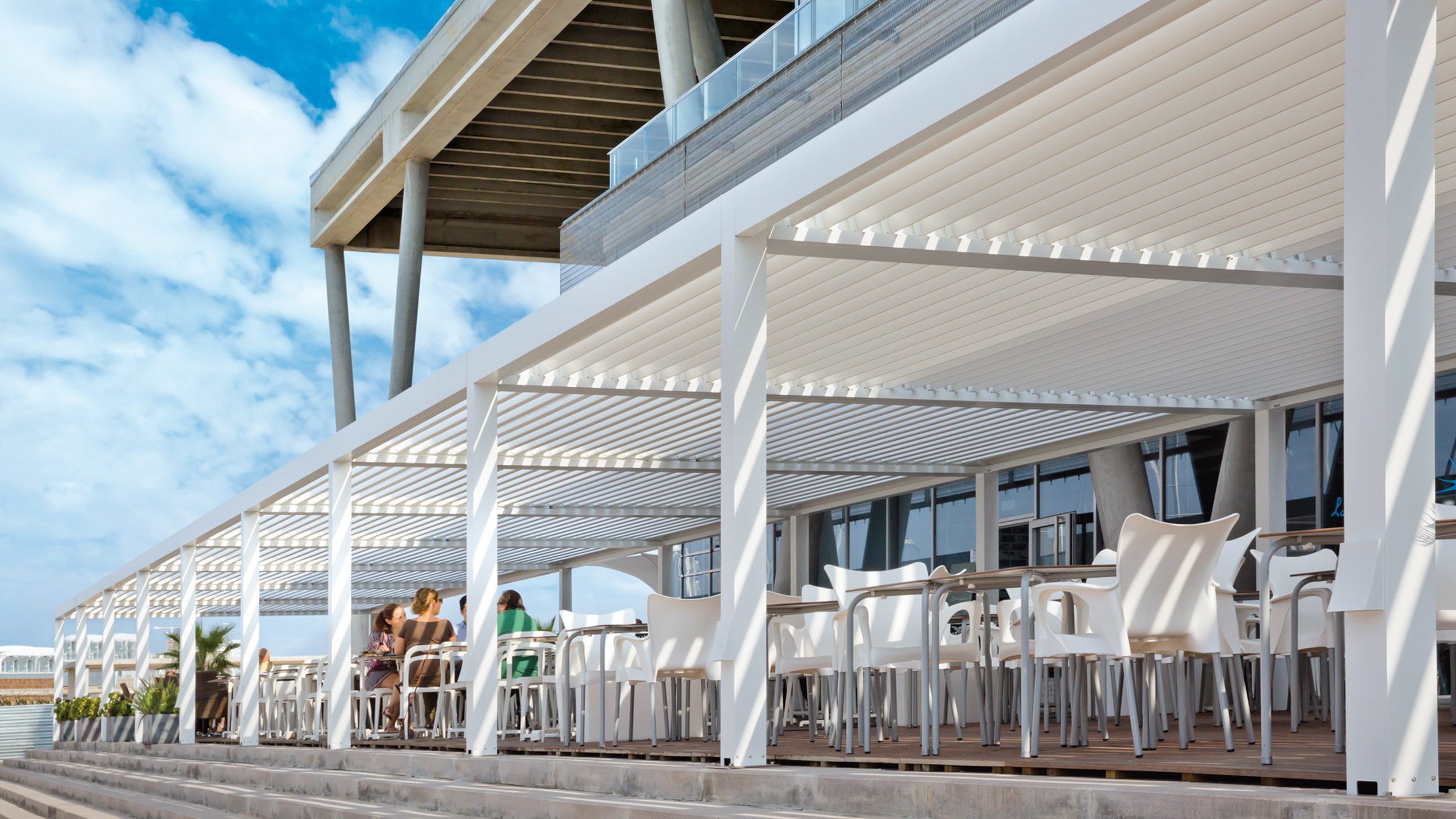Baleària chooses the Bioclimatic Pergola